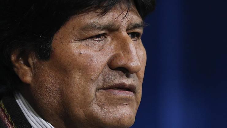 Der bolivianische Präsident Evo Morales tritt zurück. Zuvor hatte er am Sonntag eine Neuwahl nach der umstrittenen Präsidentenwahl vor drei Wochen angekündigt.