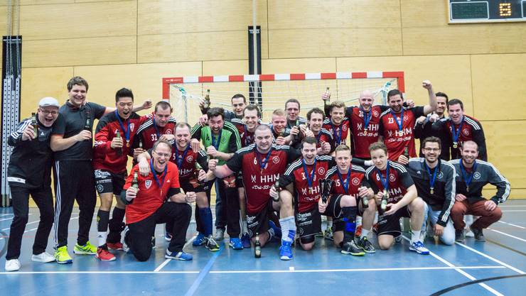 Grund zum Feiern: Der Viertligist «HC Hopfenperle» bezwingt im Schweizer Cup das NLB-Team des HC Horgen.