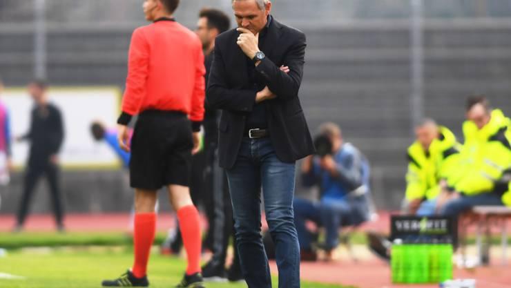 Nachdenklicher Lugano-Trainer Pierluigi Tami: Sein Team verlor gegen Basel zum sechsten Mal in Folge