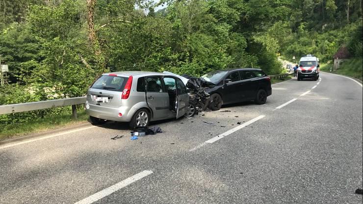 Auf der Lützelstrasse in Röschenz sind am Mittwoch zwei Personenwagen zusammengeprallt.