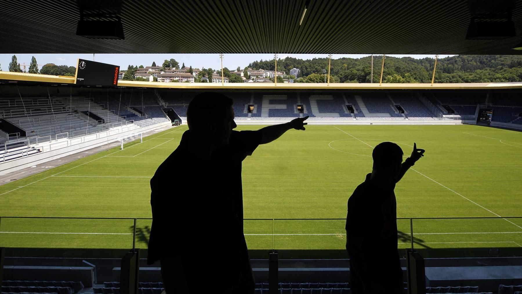 Die letzen Arbeiten sind im vollen gange auf der Baustelle des neuen Stadion des FC Luzern der Swissporarena am Montag 11.Juli 2011 auf der Allmend in Luzern.