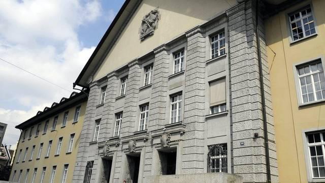 Der Eingang des Bezirksgerichts Zürich: Das Gericht verurteilte einen Ex-Hooligan (Symbolbild)