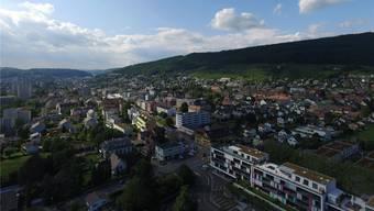 Luftansicht der Gemeinde Wettingen.