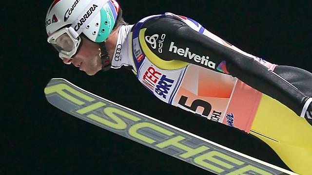 Zwei Sprünge auf 100,5 Meter brachten Simon Ammann auf Platz 8.