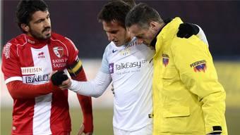 Mario Gavranovic muss das Spielfeld verlassen, Täter Gattuso entschuldigt sich.