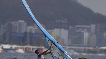 Mateo Sanz Lanz prescht - wie hier in der Bucht vor Rio de Janeiro - übers Wasser