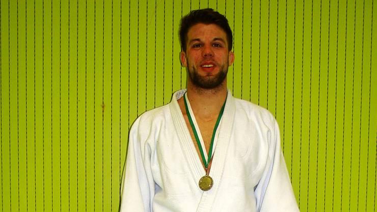 Luca Campestrin ist stolzer Gewinner der Silbermedaille.