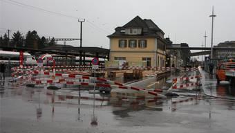 Die Container für die SBB-Verkaufsstellen werden auf den Kurzzeitparkplätze am Hauptbahnhof aufgestellt. ww
