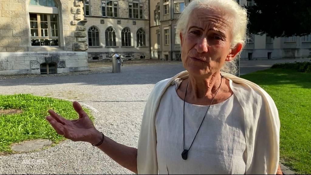 Impfgegnerin sorgt mit unbewilligter Flyeraktion an Aarauer Kantonsschule für Aufsehen