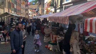 Bei schönem Wetter flanierten die Besucher am Samstag über den Jurapark-Markt.