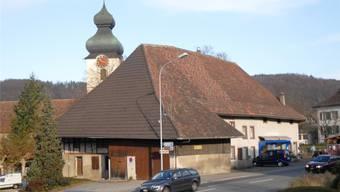 Das mehrmals umgebaute Hochstudhaus ist Teil des Ensembles mit Kirche und Pfarrhaus (rechts).Walter Schwager