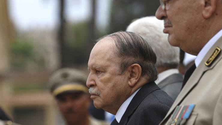 Inmitten einer Protestwelle gegen die Führung des Landes hat Algeriens altersschwacher Präsident Abdelaziz Bouteflika am Sonntag eine neue Regierung ernannt. (Archivbild)