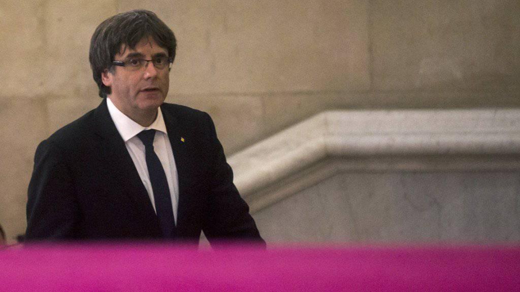 Der katalanische Regionalpräsident Carles Puigdemont bei der Ankunft im katalanischen Parlament.