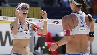 Eine Runde weiter: Nadine Zumkehr (li.) und Joana Heidrich