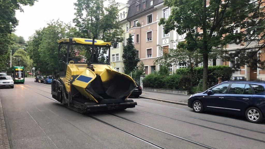 In Basel ist am Montagabend laut der zuständigen Polizei eine Asphaltiermaschine entwendet worden.