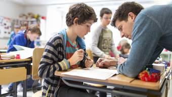 Lehrerinnen und Lehrer sollen wie die Verwaltungsangestellten des Kantons nächstes Jahr 1 Prozent mehr Lohn bekommen, wenn es nach der Regierung geht.