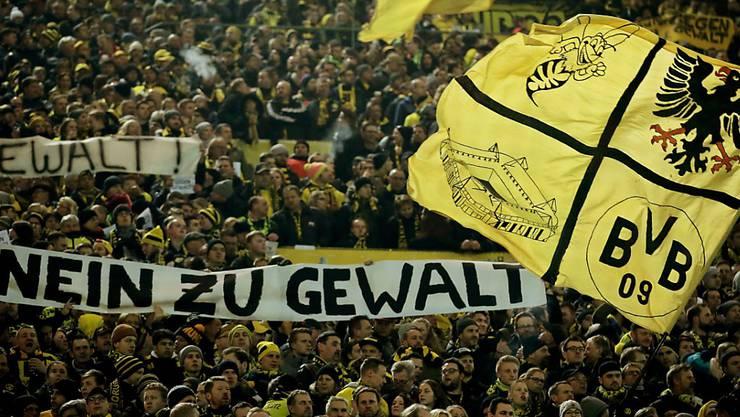 """Dortmunds Südtribüne, die """"Gelbe Wand"""", hat für 24'500 Zuschauer Platz"""