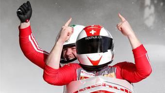 Aus dem Nichts an die Spitze: Simon Friedli feiert mit Steuermann Rico Peter den ersten Weltcup-Erfolg.