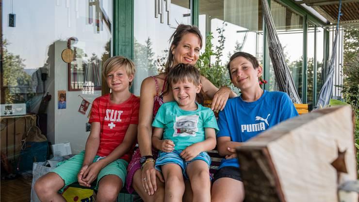 Ira, Leonie, Milo und Mael Schwarzenbach (von links) könnten sich ein Leben woanders gar nicht vorstellen.