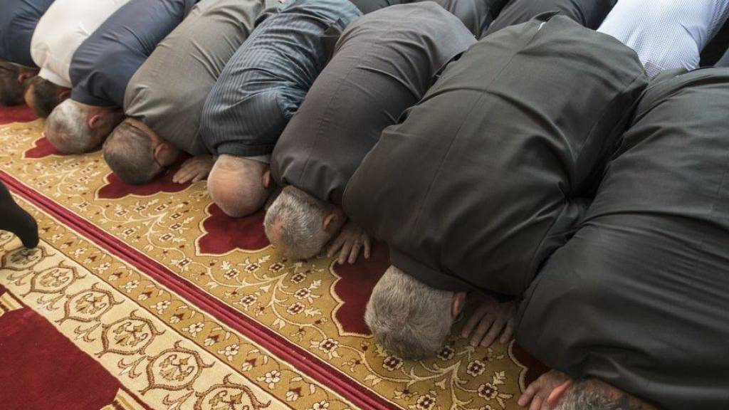 Landeskirchen verlieren Anhänger auf Kosten der Religionslosigkeit