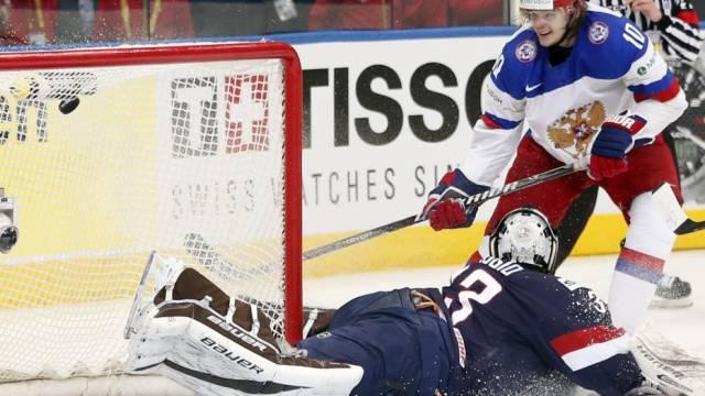 Viktor Tichonow (stehend) traf zweimal für Russland
