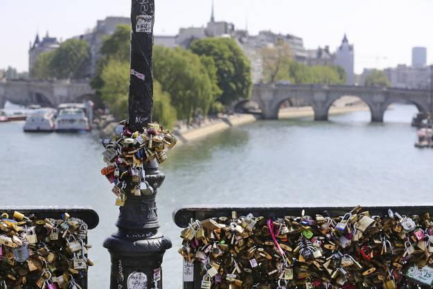 Den Trend, Liebesschlösser an Brücken zu befestigen gibt es seit 2008.