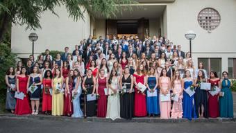 Das Foto-Shooting auf der Kirchentreppe war für 109 Schülerinnen und Schüler der Sekundarschule Unteres Niederamt der Auftakt zum eigentlichen Abschlussfest in der Shedhalle.