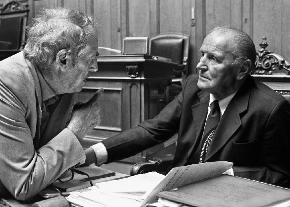 Helmut Hubacher, SP-Präsident von 1975 bis 1990, und Willi Ritschard, SP-Bundesrat von 1974 bis 1983.