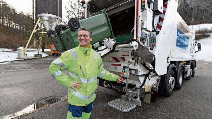 Eigentlich arbeitet Martin Schmied als Pilot. Nun fährt er mit einem Müllwagen durch die Baselbieter Gemeinden.