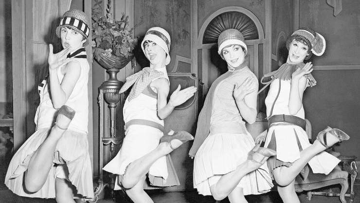 Tanzen bis zum Sonnenaufgang: Die weit geschnittenen Kleider der 20er-Jahre waren eine Befreiung für die Frauen und erlaubten ausgelassenes Tanzen zu jazzigem Charleston.