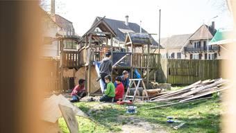 Auf Spielplatz Güggi mussten Sturmschäden durch entwurzelte Bäume behoben werden.
