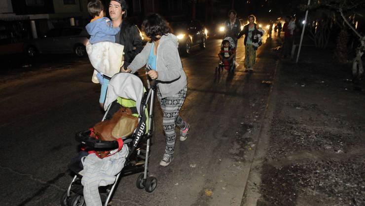 Bewohner der Stadt Iquique evakuieren ihre Häuser nach dem Nachbeben.