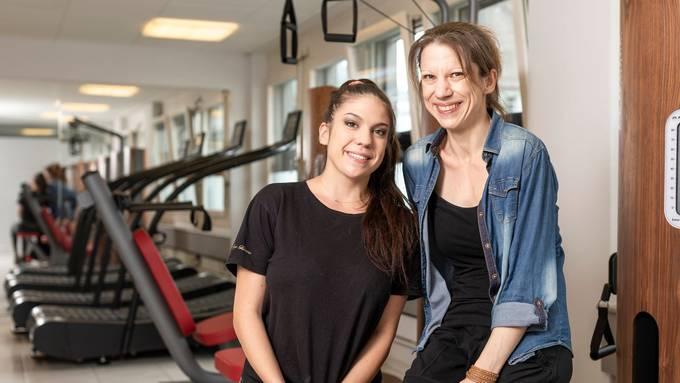Vanessa und Daniela Krüsi (r.) im Fitnessstudio für Senioren.