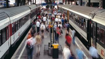 Zwei Dinge aber werden Jahr für Jahr massiv teurer: die Krankenkassen und der öffentliche Verkehr. (key)