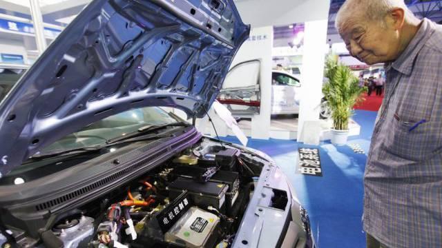 Die chinesische Regierung plant eine Reihe von Massnahmen, die deutschen Autobauern das Geschäft vermiesen könnten. (Archivbild)