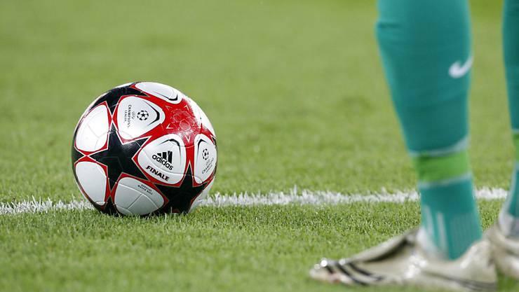In Englands dritter Liga kommt es heute zum ersten Meisterschaftsduell zwischen den Milton Keynes Dons, die aus dem Wimbledon FC hervorgegangen sind, und dem von Fans als Nachfolgeklub gegründeten AFC Wimbledon
