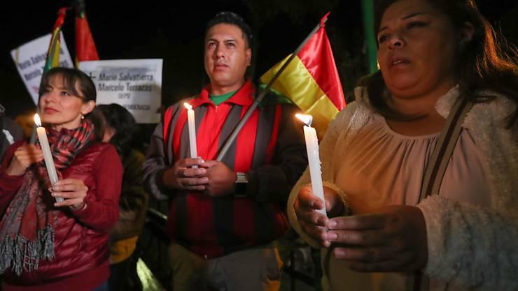 Trauer um Getötete bei Demonstrationen nach der Wahl: Dutzende gedenken in La Paz zweier Opfer.