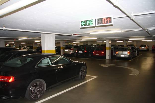Angezeigt wird auch die frei Anzahl Parkplätze auf jedem Geschoss
