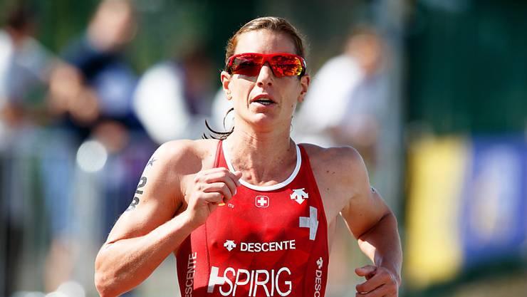 Nicola Spirig läuft als Erste im Ziel ein. (Archivaufnahme)
