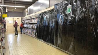 Eine Abteilung eines Supermarktes in Gex im französischen Jura ist im zweiten Lockdown geschlossen worden. Foto: Nadine Achoui-Lesage/AP/dpa