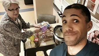 Da freut sich Barack Obama, respektive Peter Baggenstos: Seine Mitarbeiterin backt ihm im Spital eine Käseschnitte (Twitter).