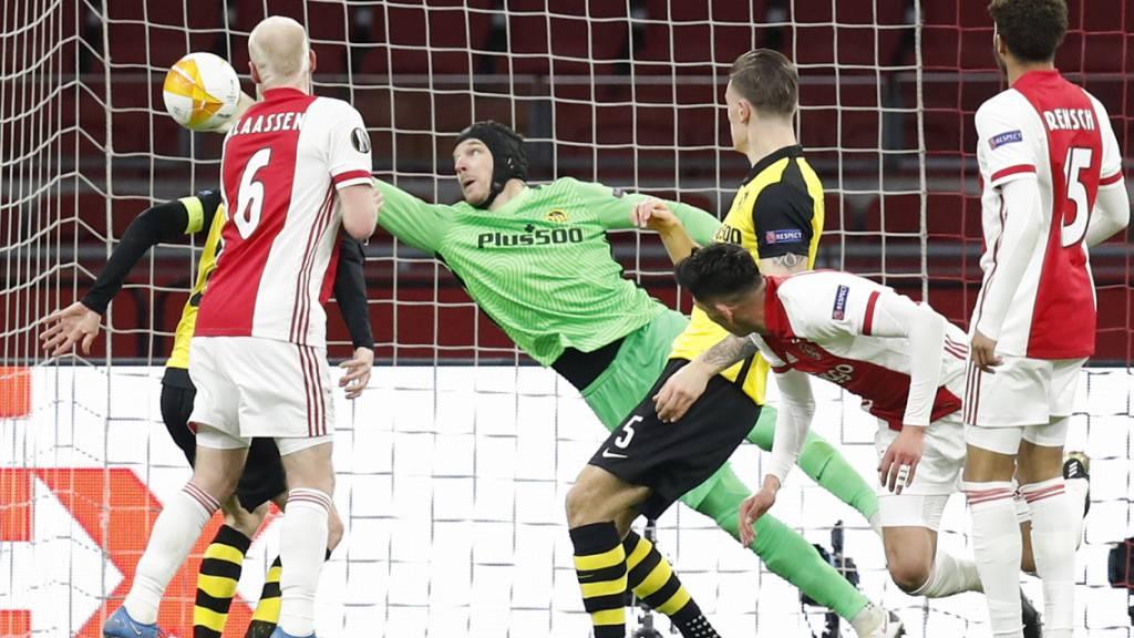 Unter Dauerbeschuss: YB-Goalie Guillaume Faivre konnte sich in Amsterdam auszeichnen, die klare Niederlage verhindern aber nicht