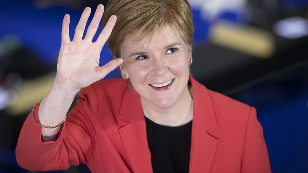 Schottlands Regierungschefin Nicola Sturgeon hat angekündigt, eine Volksabstimmung voranzutreiben, falls es im Parlament eine Mehrheit für die Unabhängigkeit gibt. Foto: Jane Barlow/PA Wire/dpa