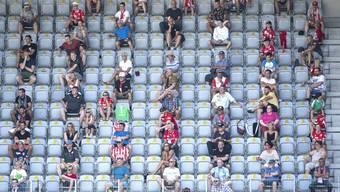Im Oktober dürfen wieder mehr Fans in die Stadien – unter entsprechenden Schutzauflagen.