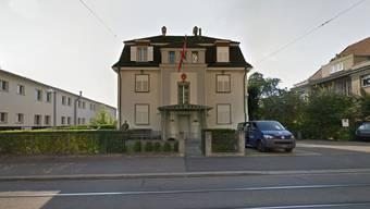 Unbekannte versuchten, ein Fahrzeug beim türkischen Generalkonsulat in Zürich in Brand zu setzen.