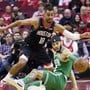 Thabo Sefolosha (stehend) kämpft mit den Houston Rockets um den NBA-Titel und neben dem Platz für die Rechte der Schwarzen