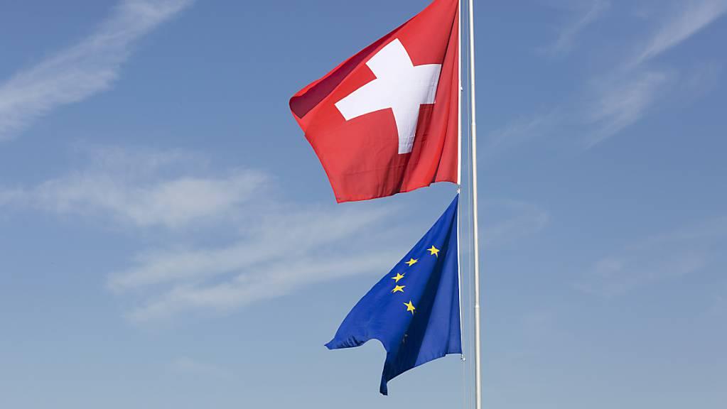 Wieder einmal sind die Beziehungen der Schweiz mit der EU ein Thema im Parlament. Am Donnerstag geht es um die rasche Freigabe der Kohäsionsmilliarde. Der Ausgang ist offen. (Themenbild)