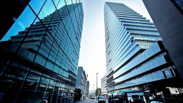 Roche legt in Basel zwei Produktionsorganisationen zusammen. 190 Stellen könnten in den nächsten zwei Jahren gestrichen werden.
