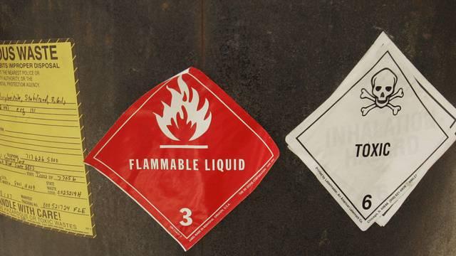 In einem Lagerhaus in Muttenz ist am Montagmorgen eine giftige Substanz ausgelaufen. (Symbolbild)