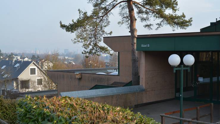 Gehört ab 1. Januar 2018 zur Einheitsgemeinde: Das Schulhaus Büel in Unterengstringen. Die Primarschulgemeinde gibt es dann nicht mehr als eigene Gemeinde.